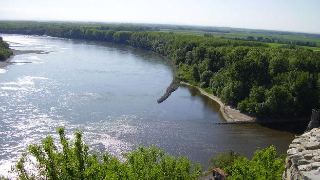 Vista desde el Castillo de Devín, en la confluencia de los ríos Morava y Danubio. (Fuente: Wikipedia)