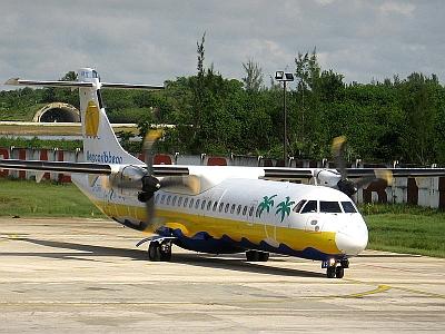 Avión ATR 72 (CU-T1545) de Aerocaribbean, similar al avión accidentado hoy, en el aeropuerto de Holguin, Cuba.
