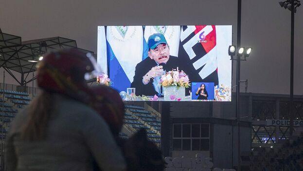 Daniel Ortega en su discurso presentado en una pantalla gigante ubicada en la Avenida Bolívar. (EFE / Jorge Torres)