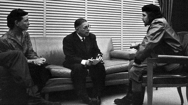 Ernesto 'Che' Guevara reunido con Simone de Beauvoir y Jean Paul Sartre, en Cuba. 1960. (Alberto Korda)