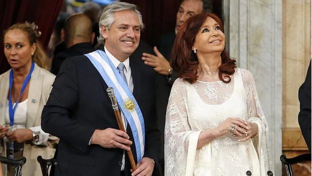 Alberto Fernández y Cristina Fernández de Kirchner, tras asumir como presidente y vicepresidenta de Argentina en dicembre de 2019. (Nicolás Aboaf/Casa Rosada)