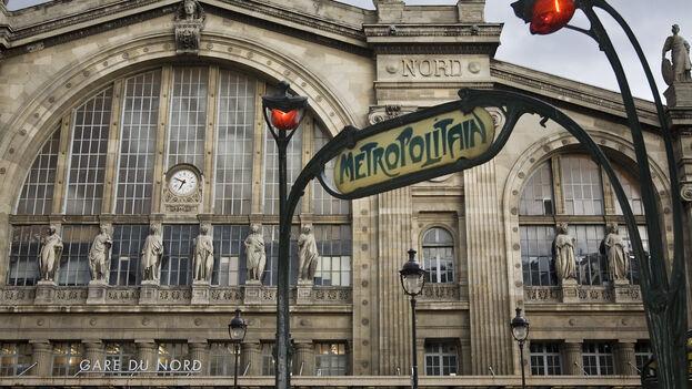 Iba rauda y veloz a Gare du Nord cuando un joven de Cabaiguán, integrante del grupo, pareció intuir mis planes secretos, porque discretamente se auto invitó a acompañarme. (CC)