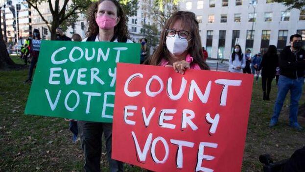 Manifestación a favor del recuento de votos en Washington, el 4 de noviembre. (EFE/EPA/Michael Reynolds)