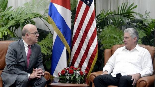 Jim McGovern junto a Miguel Díaz Canel en La Habana. (Cubadebate)