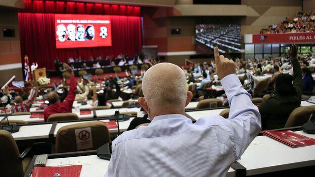 Para evitar cualquier riesgo frente a la creciente incertidumbre y en aras de la estabilidad, se celebra este congreso donde una vez más la rigidez se disfraza de flexibilidad. (EFE)