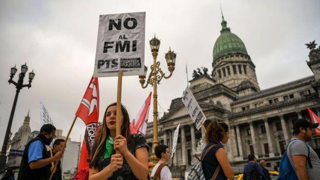 Las primeras manifestaciones contrarias al FMI ya se están produciendo. (Efe)