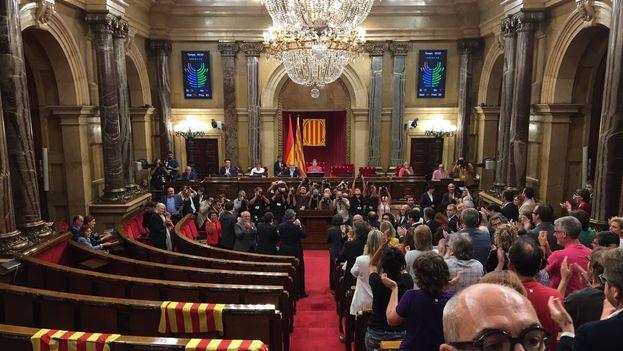La ley del referéndum se aprobó el pasado 6 de septiembre en un parlamento medio vacío tras la salida de la mayoría de la oposición, que se negó a votar. (@Govern)