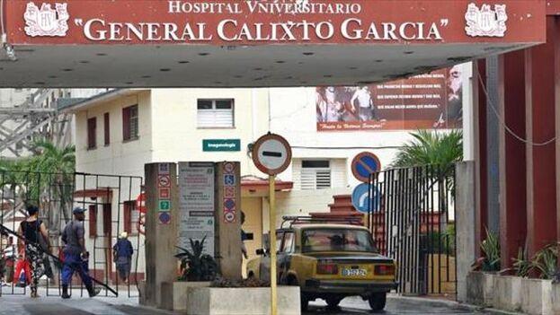 ¿Cómo es posible que el Gobierno cubano tenga a un país con sus hospitales cayéndose a pedazos y un mercado totalmente desabastecido de medicamentos y comida si viene apropiándose de miles de millones de dólares anuales por esa vía?, pregunta el autor. (EFE/Archivo)