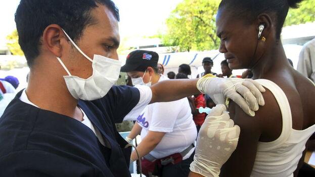 Cuba pacta con terceros países el pago por sus médicos y luego entrega a los profesionales una pequeña fracción de esos pagos. (ONU)