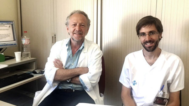 Los investigadores Daniel Podzamczer y Aikaitz Imaz. (IDIBELL)