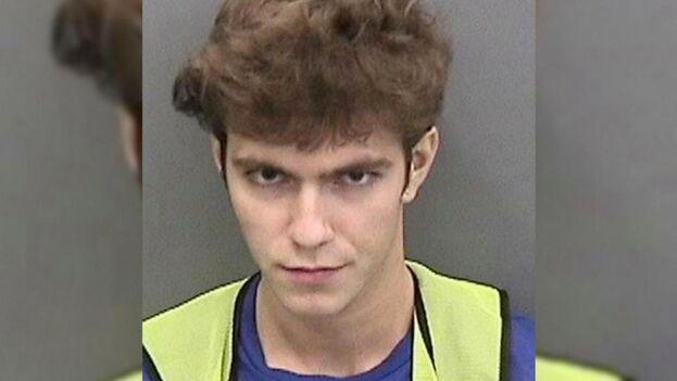Graham Clark fue detenido este viernes en su apartamento de la ciudad de Tampa. (Foto policial)