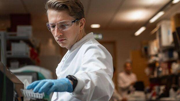 Investigador del equipo que desarrolla la vacuna. (Universidad de Oxford)