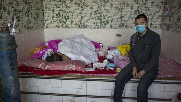 Jianhui Zhao fue diagnosticado con leucemia mieloide aguda a finales de octubre de 2015. El 5 de noviembre, sus padres tuvieron que abandonar el tratamiento de su hijo debido a la falta de dinero. (EFE)