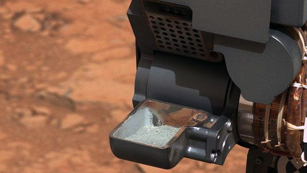 Muestra de polvo de roca extraída por el taladro del rover Curiosity. (NASA/JPL-Caltech/MSSS)