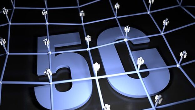 """5G Netzwerk"" (CC BY-SA 2.0) by Christoph Scholz"