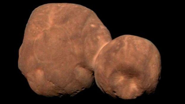 Tras sobrevolar el planeta enano Plutón, la nave New Horizons se aproximó a un objeto situado mucho más lejos: Arrokoth, hasta entonces conocido como Ultima Thule. (Nasa)