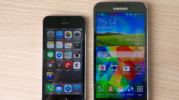 Samsung Galaxy S5 y iPhone 5S. (Kārlis Dambrāns/Flickr)