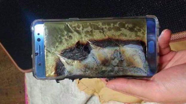 Samsung ha urgido a los propietarios del Galaxy Note 7 a no usarlo por los casos de combustión reportados en distintos países. (Twitter)