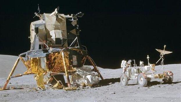 Vista del módulo de aterrizaje y el rover de la misión Apolo 16 en la Luna. (Europa Press/NASA)