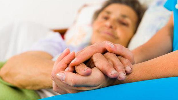 Los síntomas del alzhéimer incluyen pérdida de memoria, confusión y cambio en el estado de ánimo o de la personalidad. (Fotolia)