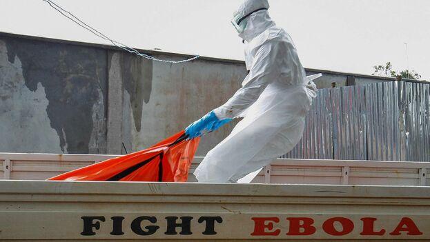 Este año, en medio de un brote de ébola, los científicos identificaron dos medicamentos que reducen drásticamente las tasas de mortalidad. (EFE)