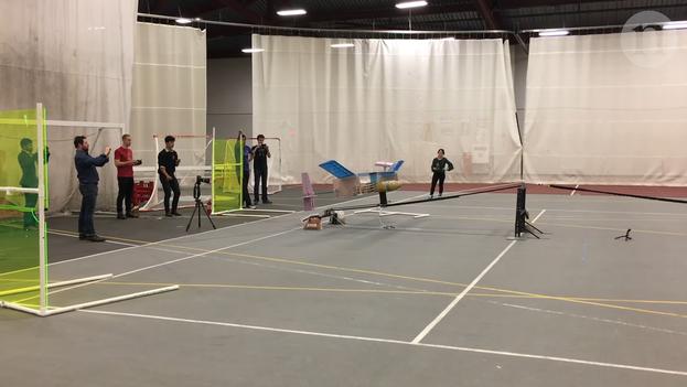 Los vuelos de prueba consiguieron que la aeronave atravesara con éxito los 60 metros de distancia de una punta a otra. (Captura)
