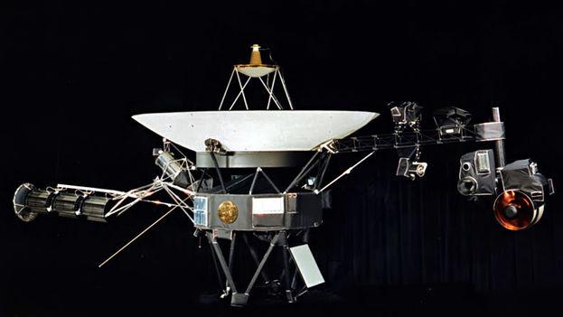 Su larga vida se debe a que, a diferencia de otras naves que dependen de baterías solares, las sondas Voyager avanzan por el espacio empujadas por fuentes de energía nuclear. (Wikimedia)
