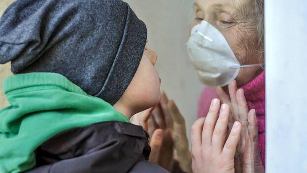 En niños infectados la enfermedad es generalmente leve y las complicaciones están muy lejos de las sufridas por personas ancianas. (Adobe Stock)