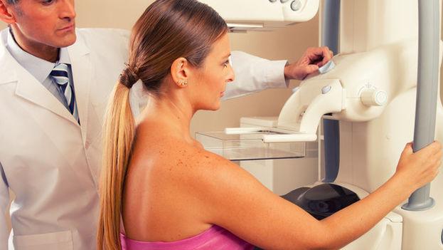 De todas las mujeres analizadas, 11.576 fueron diagnosticadas de un cáncer de mama a lo largo de los once años de seguimiento. (Fotolia)
