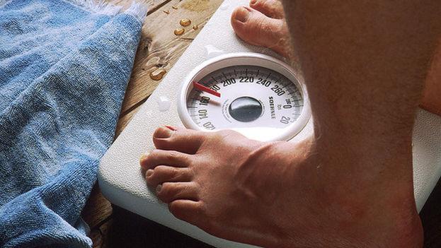 La población mundial se ha vuelto más pesada, aumentando unos 1,5 kg por cada década desde 1975. (Wikipedia)