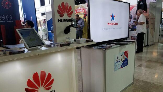 La presencia de Huawei se percibe desde el aeropuerto. (14ymedio)