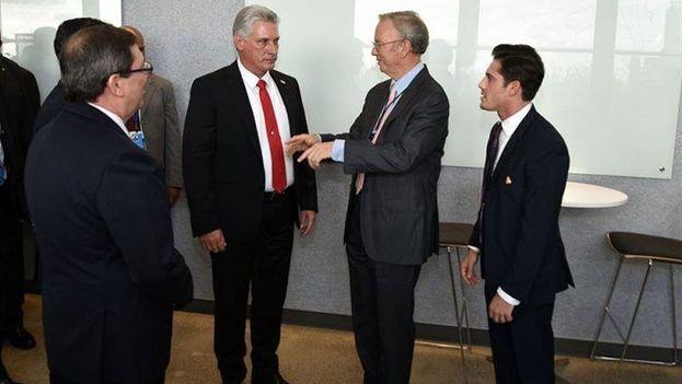 El presidente Miguel Díaz-Canel reunido el pasado septiembre con ejecutivos de varias compañías del sector de las nuevas tecnologías. (EFE)