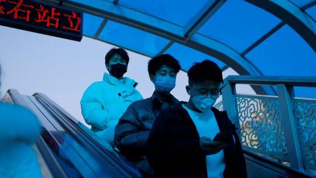 Según las últimas cifras oficiales chinas, publicadas esta madrugada, los muertos por el coronavirus alcanzaron este sábado los 259. (EFE)