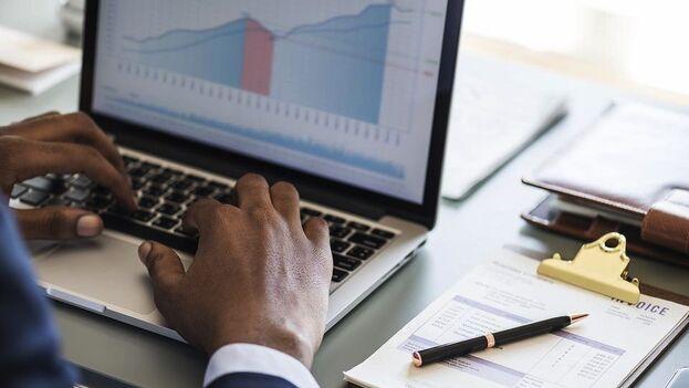 La tecnología nos ha llevado a estar en línea a todas horas, incluso para obtener ingresos.