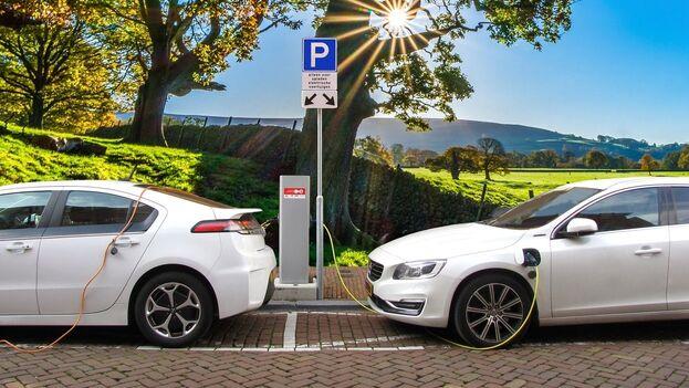 Las ventas de los coches eléctricos (en menor medida, de los híbridos) aumentan progresivamente, aunque de manera más lenta que en otros países con los que se puede comparar España