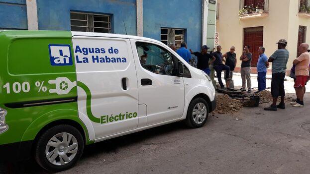 Abastecimiento de agua en la calle Picota, en San Isidro, La Habana Vieja. (14ymedio)