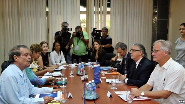 El vicecanciller cubano, Abelardo Moreno, y el director general para América del Servicio Europeo de Acción Exterior, Christian Leffler, reunidos en La Habana el pasado 9 de septiembre. (EFE)