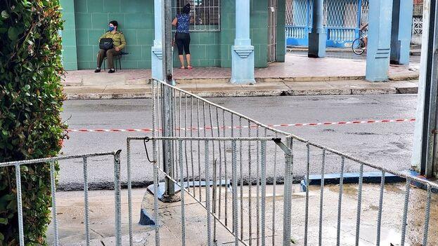 Acordonado y con vigilancia militar, así amaneció el reparto Llamazares, uno de los más grandes de Pinar del Río. (Facebook/Daguito Valdés)