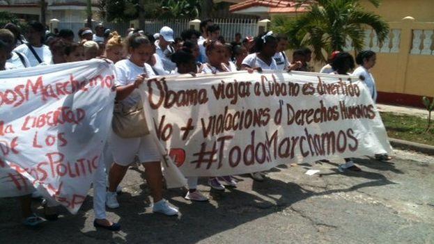 Activistas cubanos marchando en La Habana horas antes de la llegada del presidente Barack Obama. (@jangelmoya/Twitter)