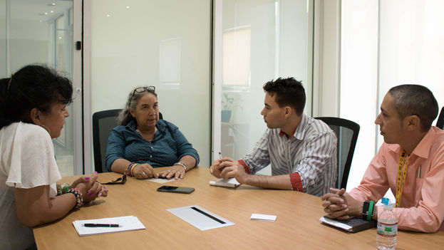 Activistas del Macroproyecto Manos conversan con 14ymedio en Miami. (Milkos D. Sosa)