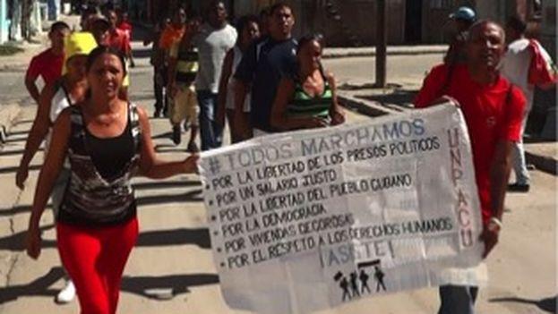 Activistas de la Unión Patriótica de Cuba realizan desfile este domingo a pesar de los arrestos. (Unpacu)
