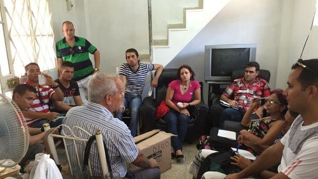 Activistas de la asociación Somos+ reunidos este lunes 10 de agosto en La Habana. (14ymedio)