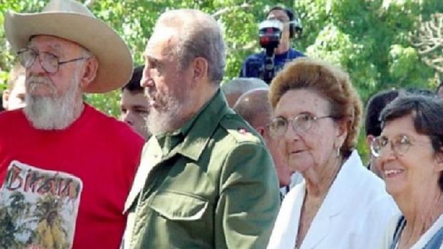 Agustina (junto a Fidel Castro en la imagen) nació en Birán el 28 de agosto de 1938 y no ocupó ningún cargo gubernamental. (enganchecubano.com)