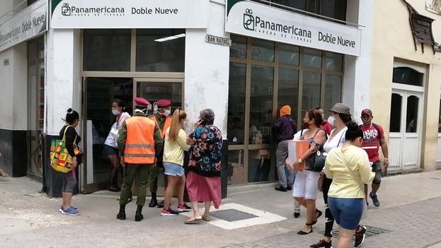 """El ministro de economía, Alejandro Gil, aseguró que la apertura de tiendas en divisas para la venta de alimentos y productos de aseo era """"una decisión de justicia social y de socialismo"""". (14ymedio)"""