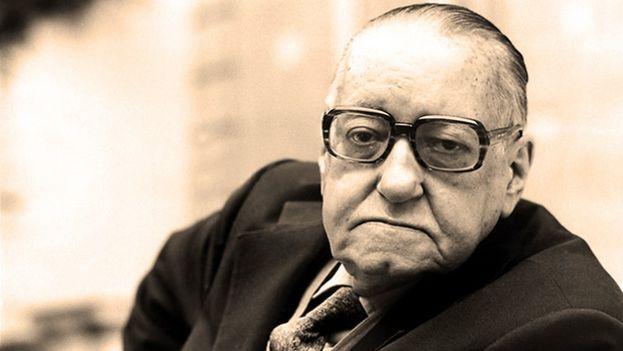 Alejo Carpentier en una foto de archivo. (Prensa Latina)