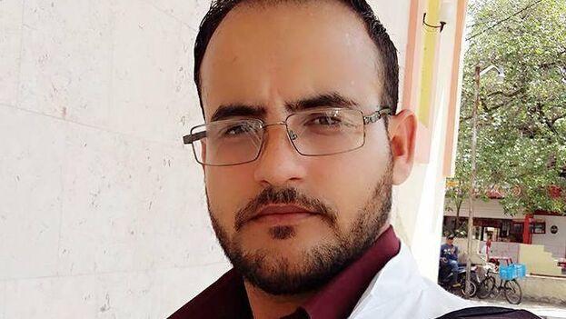 """Alexander Raúl Pupo Casas había denunciado que los directivos del hospital lo apartaron de su servicio para """"reubicación"""" y planeaban expulsarlo. (Facebook)"""