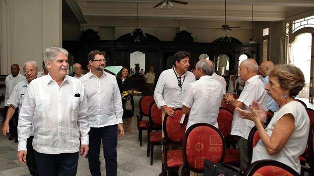 Alfonso Dastis, ministro de Exteriores español, en visita al Centro Gallego de La Habana. (EFE/Alejandro Ernesto)
