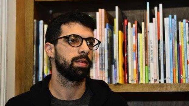 Álvarez fue distinguido en 2016 como uno de los 20 escritores latinoamericanos más destacados en la Feria Internacional del Libro de Guadalajara. (Facebook)