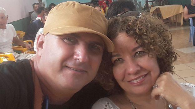 """Ileana Álvarez y su esposo Francis Sánchez decidieron salir del país, junto a su hijo menor, debido a las """"presiones y amenazas"""" a las que estaban sometidos por parte de las autoridades. (Facebook)"""