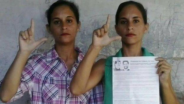 Anairis Miranda Leyva y su hermana, Adairis, acaban de ser liberadas bajo licencia extrapenal después de tres semanas de huelga de hambre. (MLC)
